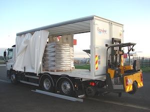 Camion de livraison des palettes avec chariot embarqué Transmanut