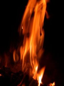 Flamme_verticale_fond_noir