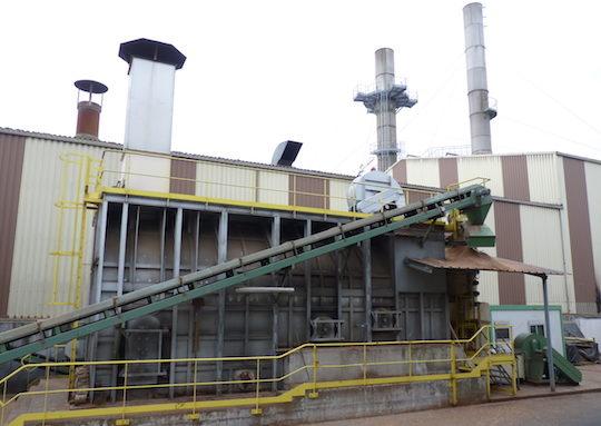 Le générateur d'air chaud de la Coopédom fonctionne en cocombustion charbon et biomasse, photo Frédéric Douard