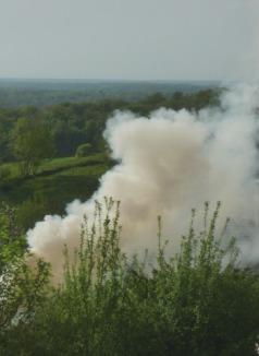 Le brûlage à l'air libre engendre des quantités de polluants  jusque 10 000 fois plus importantes par unité de biomasse consommée, que les chauffages à bois performants, photo Frédéric Douard