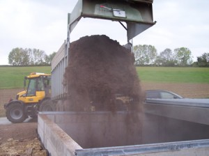 Livraison de bois dans le silo