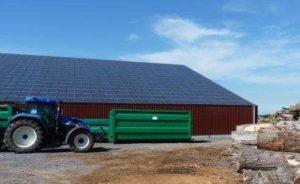 Couverture photovoltaïque de l'un des bâtiments de stockage de Adricompost, photo Frédéric Douard