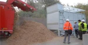 Déchargement du bois pour séchage, installation à simple étage réalisée en Belgique