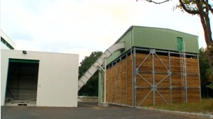 Le hall de réception du bois chez Valab et silo à droite
