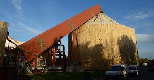 Le silo et son convoyeur à chaines SERA, photo Frédéric Douard