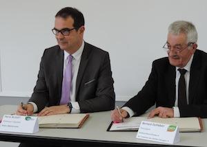Signature du contrat GRT-SMET pour ECOCEA