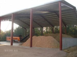 Hangar à bois déchiqueté de l'USTOM