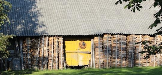 Stock de bois de chauffage en Estonie, photo Frédéric Douard