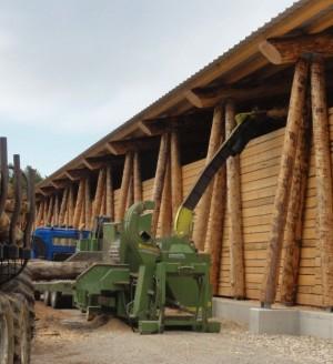 Déchiquetage dans le hangar de La Mouille, photo PNRHJ