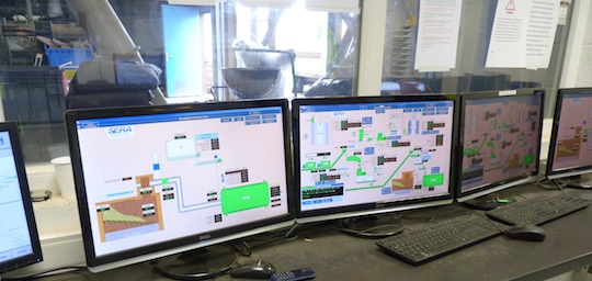 Ecrans de commandes SERA GPI dans le PC de Seco-bois, photo Frédéric Douard
