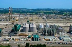 Usine d'éthanol d'Abengoa Bioenergy à Lacq dans les Pyrénées Atlantiques