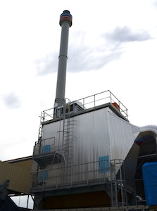 La cheminée Beirens de la petite chaudière Vyncke et son électrofiltre Scheuch, photo Frédéric Douard
