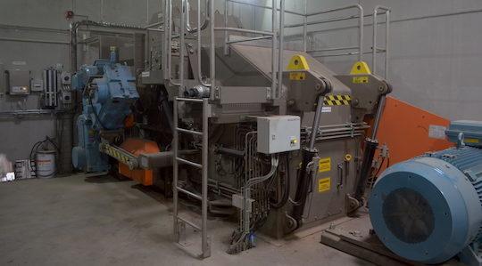 Le broyeur SAALASTI 1212HF dispose d'une capacité horaire de 100 tonnes, photo Frédéric Douard