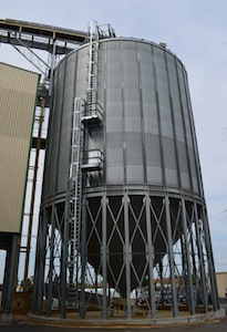 Le silo de stockage des granulés en vrac Sabe chez Pellet Land, photo Frédéric Douard