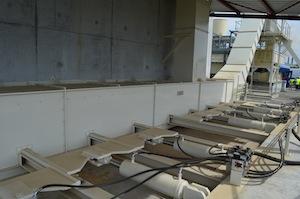 Les extracteurs du silo de matière première broyée Sera-Bois et convoyage au sécheur, photo Frédéric Douard