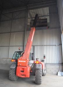 Remplissage de la tremie de chargement de la citerne depuis le silo à plat, photo Frédéric Douard