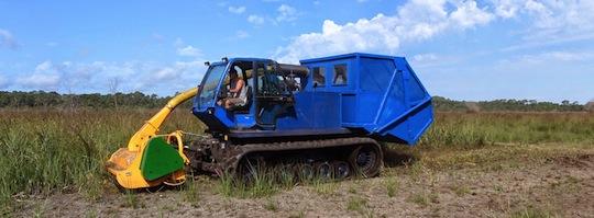 Broyeur exportateur sur chenillard MD TRACK acheté par la société SLAT en 2014, photo Ménard-Darriet-Cullerier