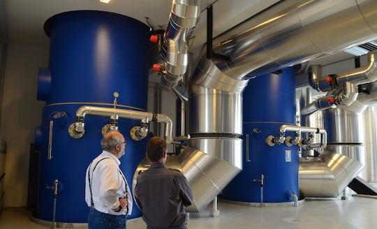 Carsten Olesen, Justsen France, et Frede Barsballe, conducteur, devant la base des tours de condensation au niveau -1, photo Frédéric Douard