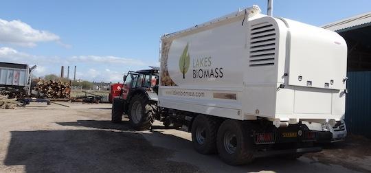 Caisson souffleur de plaquettes sur remorque des Ets Lakes Biomass au Royame-Uni