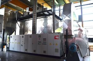 Les armoires de commandes et l'électrofiltre Beth, photo Frédéric Douard
