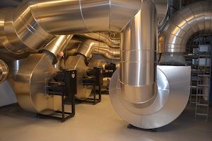 Local insonorisé des ventilateurs au niveau -1, photo Frédéric Douard