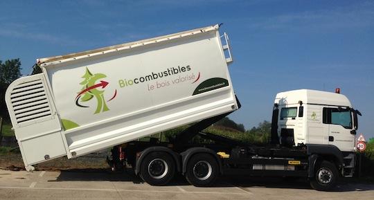 Camion souffleur de plaquettes sèches fourni par les Ets Transmanut, photo Biocombustibles SAS