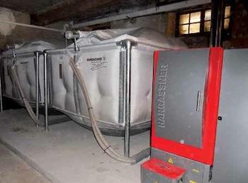 La chaudière Hargassner et ses deux silos