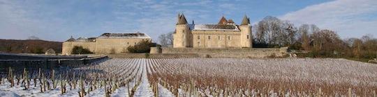 Le château de Rully et son vignoble en hiver