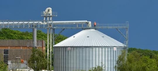 Le silo à granulés fourni par les Ets Privé, photo Frédéric Douard