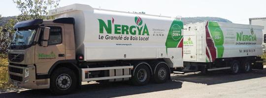 Camion citerne Transmanut à remorque des Ets Mégevand en Haute Savoie