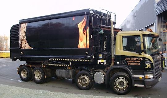 Camion souffleur de plaquettes des Ets Jack Moody au Royaume-Uni, photo Transmanut