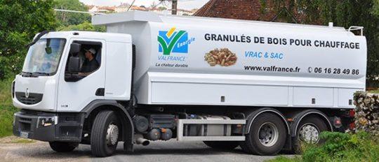 Citerne à granulés Transmanut de la coopérative Valfrance dans l'Oise