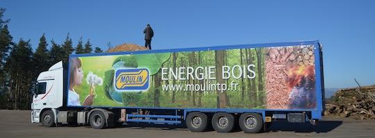 L'une des 12 semi-remorques attachées au transport du bois-énergie de Moulin TP, photo F. Douard