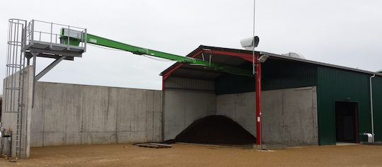 Bâtiment de valorisation de la chaleur avec au premier plan le hall de stockage des produits secs, photo EPO