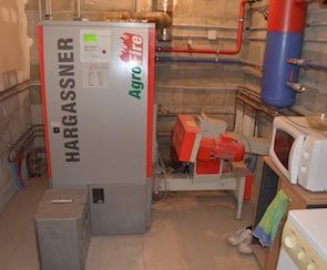 La chaudière polycombustibles Hargassner pour les bureaux d'ABE, photo Frédéric Douard
