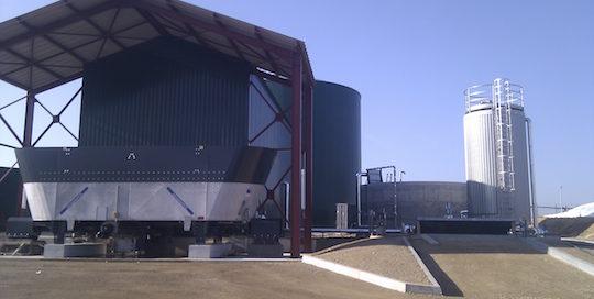 La partie incorporation avec la mélangeuse Pumpe, la fosse à pâteux et le cuve à liquides chez Marnay Energie, photo Xergi