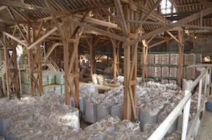 Le stockage du granulé en big bags, photo Frédéric Douard