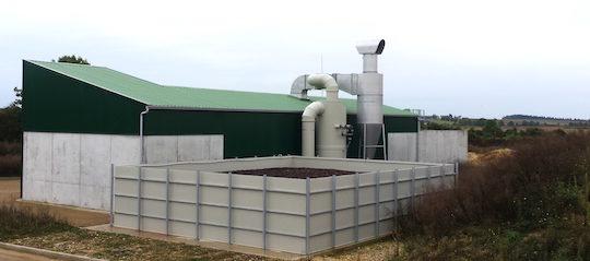 Traitement d'air avec les deux possibilités, le laveur avec biofiltre pour le séchage des digestats ou le cyclone pour le maïs et le bois, photo EPO