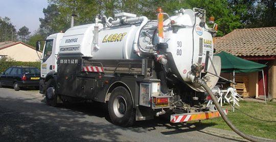 Camion de collecte de Labat assainissement vidange, photo LAV
