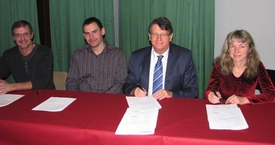 Signature du contrat Méthavigne et Hôpital le Le 5 décembre 2014