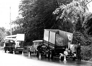 Chantier de déchiquetage routier aux débuts de Loreki avec un broyeur Paulvé, photo Loreki