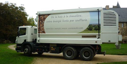 Camion souffleur de plaquettes de Bois-énergie Maine Normandie