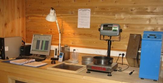 Local de contrôle de la qualité des granulés de bois, photo Gilles Négrié