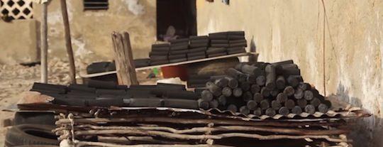 Briquettes de biocarbon d'herbe sèche, image Cinénergie