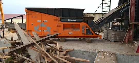 Le pré-broyeur Forus HB 186-E pour réduire les bois de classe B, photo Frédéric Douard