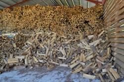 Le stockage de bois-bûches de lascierie de Miremont, photo Frédéric Douard