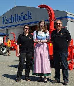 Maria Eschlböck entourée de Evelyne Hering et Bertrand Schweinberg de Nidal, photo Frédéric Douard