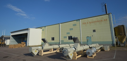 Une partie des convoyeurs pour Kwatt, le 2 juillet 2015 avant leur départ de Suède à l'usine PST, photo Frédéric Douard