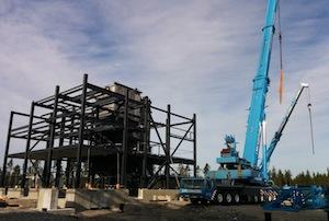 Construction de la chaufferie autour de la chaudière Renewa à Uusikaupunki