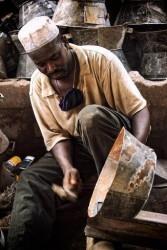 Fabrication de foyers à bois amélioré au Mali, photo Gérès